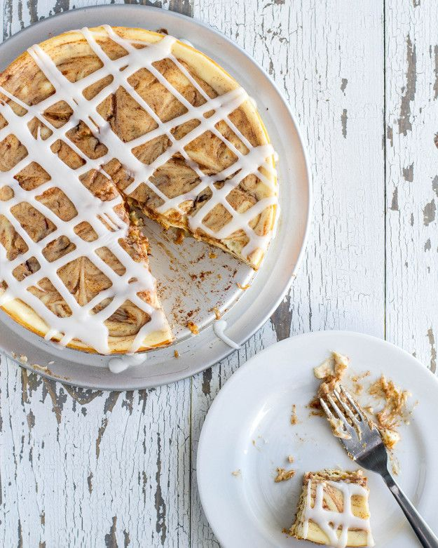 Gooey Cinnamon Roll Cheesecake | This Gooey Cinnamon Roll Cheesecake Is Going To Make You Drool