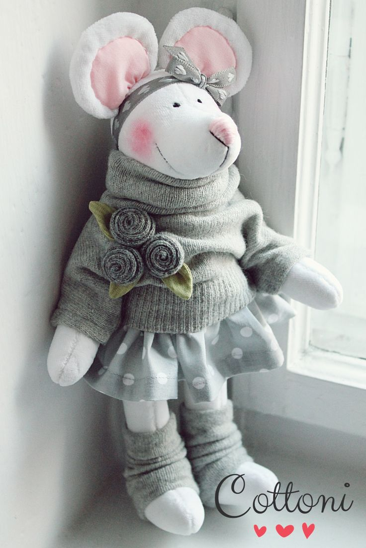 Mouse dressed in grey www.annaporeda.blogspot.com