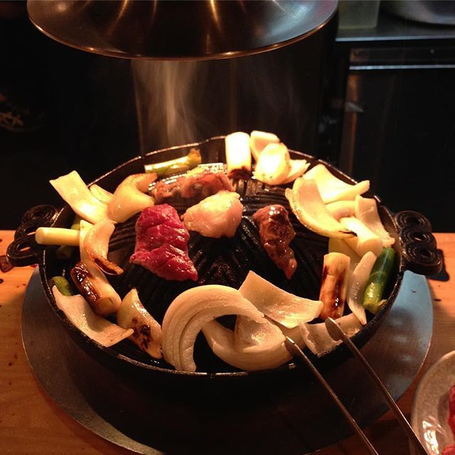 札幌の思い出。 「だるま」のジンギスカン。  #北海道 #hokkaido #札幌 #sapporo #ジンギスカン #だるま #羊 #ラム #肉 #炭火焼 #ハイボール #すすきの #ベレー #beret #ジャパンブルージーンズ #japanbluejeans