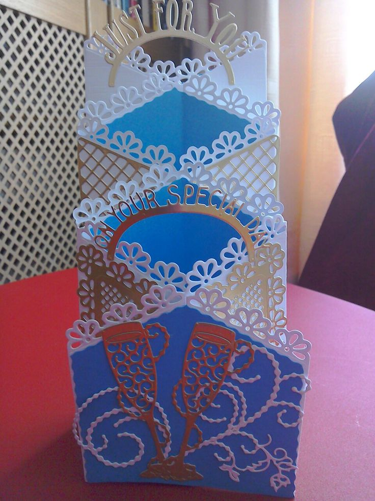 Tattered lace new zig zag die