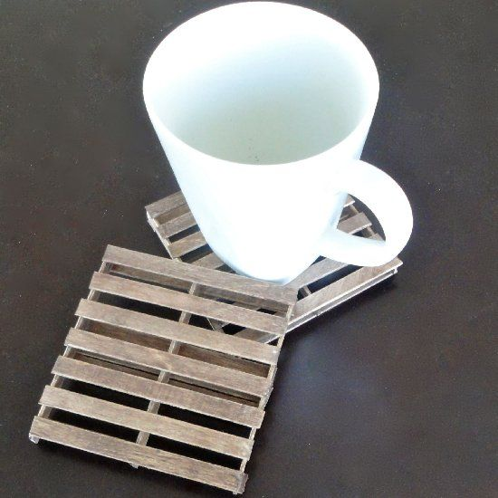 A how-to to make mini pallet coasters out of popsicle sticks--such an easy gift