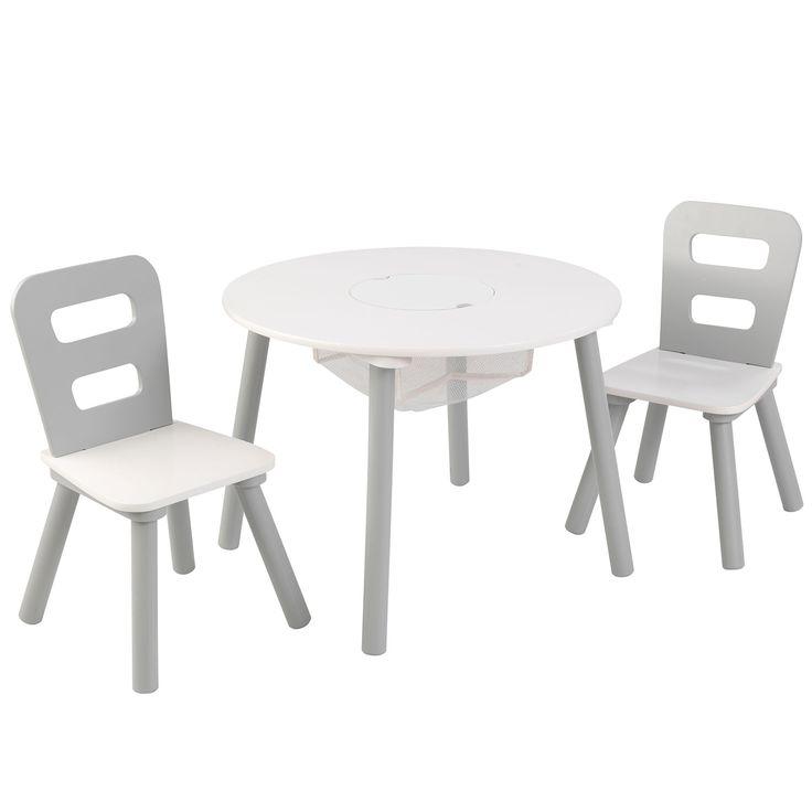 L' ensemble table ronde et 2 chaises gris et blanc de la marque Kidkraft sera parfaite dans la chambre ou la salle de jeu de votre enfant. Pratique et fonctionnelle, il sera donc possible de ranger tous ses jouets grâce au filet central.