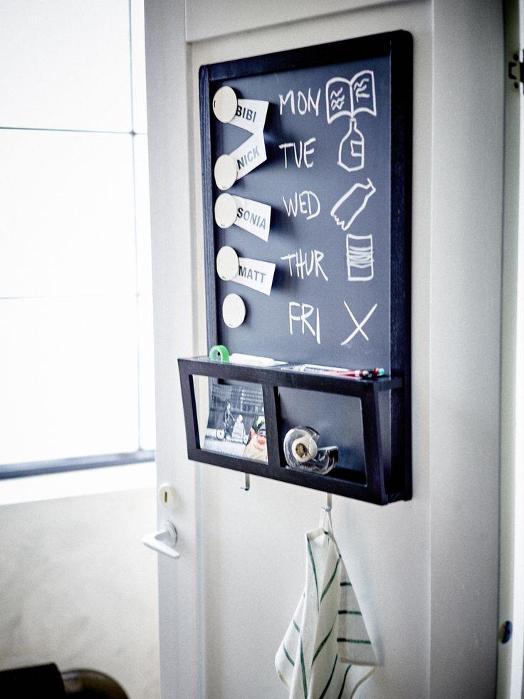 LUNS schrijfbord   IKEA IKEAnl IKEAnederland inspiratie wooninspiratie interieur wooninterieur designdroom magneetbord zwart magnetisch magneten krijt krijtbord keuken gang slaapkamer kinderkamer kinderslaapkamer