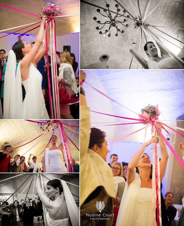 rituel du bouquet avec des rubans