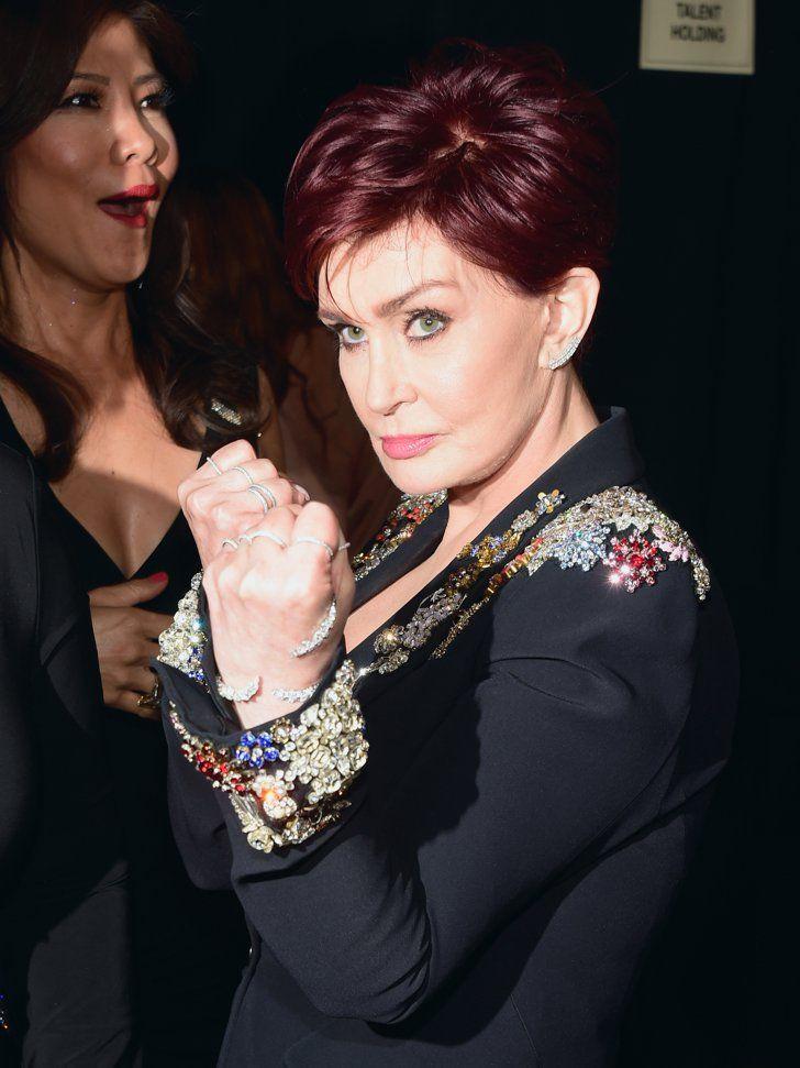 Pin for Later: 23 Choses Qui Se Sont Passé en Backstage Pendant les People's Choice Awards 2016 Sharon Osbourne était prête à se battre.