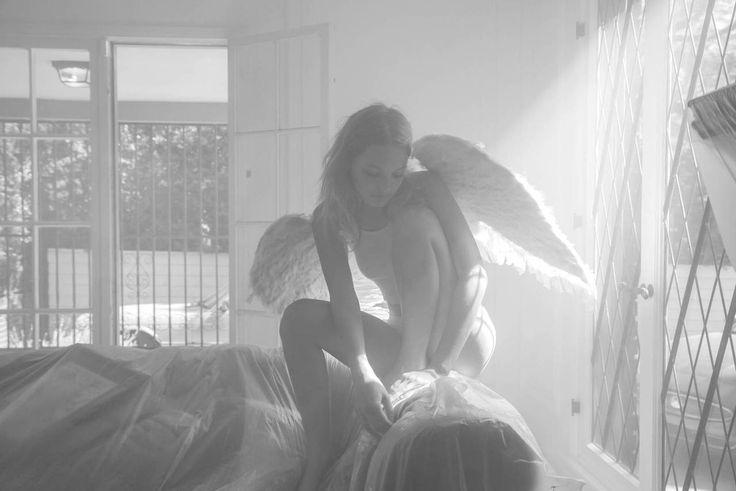 #chuck_grant #photographer #photographe #photography #alana_champion #model #blonde #angel #ange #color #couleur #black_and_white #b&w #noir_et_blanc #light #lumière #smooth #douceur #bed #rayon_de_lumière #ray_of_light #angel_dust #huckleberry_hunter #noipic