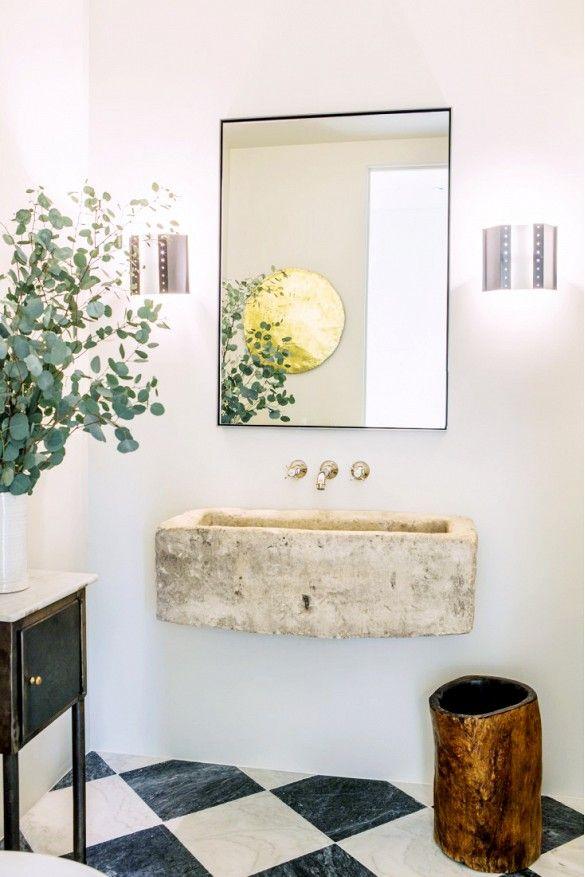 Modern California bath. barefootstyling.com