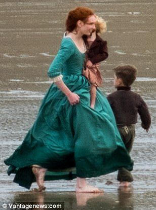 Poldark and Demelza kiss during series 4 filming | Daily Mail Online