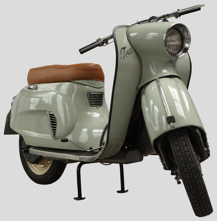 Skuter Osa — model M50 z 1961 roku z Muzeum Inżynierii Miejskiej w Krakowie /Osa M50 scooter made in 1961 from The Municipal Engineering Museum in Krakow/