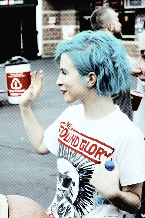 Hayley Williams sporting her soon to be husbands merch ;-;