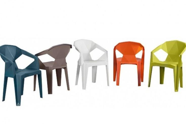Krzesła MUZE w rewelacyjnie niskiej cenie 130 zł. Nowoczesne geometryczne krzesło wykonane z wysokiej jakości tworzywa sztucznego. Jest ono świetną propozycją do jadalni urządzonej w stylu kubistycznym. Krzesło Muze wykonane jest z żywicy polipropylenowej - odpornej nie tylko na zarysowania a także na warunki atmosferyczne dlatego z powodzeniem może być zastosowane na tarasie czy w ogródku restauracyjnym. http://www.mega-meble.pl/promocja-338 http://nk.pl/grupy/516129/galeria/album/3/423