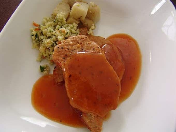 Préchauffer le four à 350 F. - Recette Plat : Côtelettes de porc sauce au miel, ail et à l'ananas par Pixel.