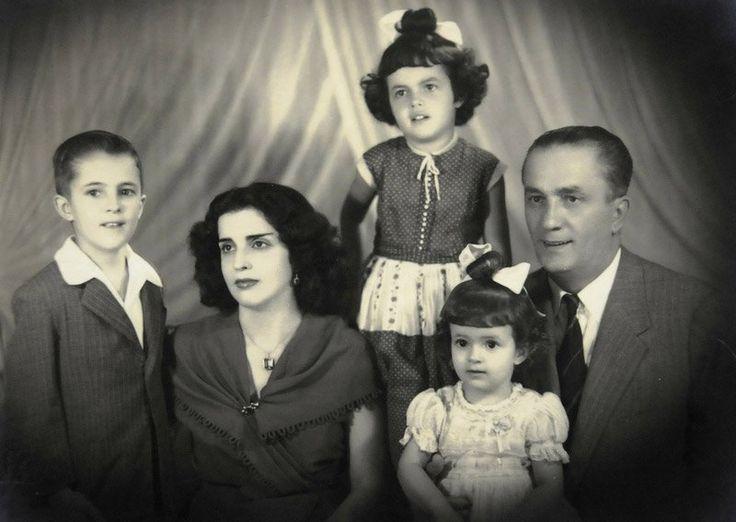 A família Rousseff -da esquerda para a direita - o filho mais velho, Igor, a mãe, Dilma Jane Coimbra Silva, as filhas Dilma Vana e Zana Lúcia, e o pai Pedro Rousseff.