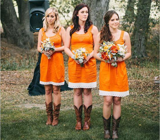 wedding in autumn orange bridesmaid dresses / vestiti da damigella arancio corti per matrimonio in autunno