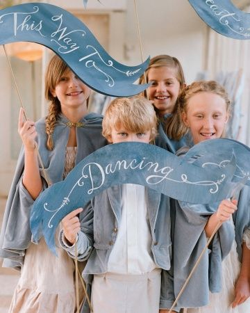 Casamento + Plaquinhas com formatos de faixas para daminhas e pajens | Wedding Signs + Bands for ring bearer and flower girl