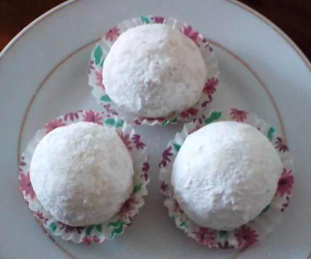 Favourite Mexican Wedding Cakes - Pecan Cookie Balls!.