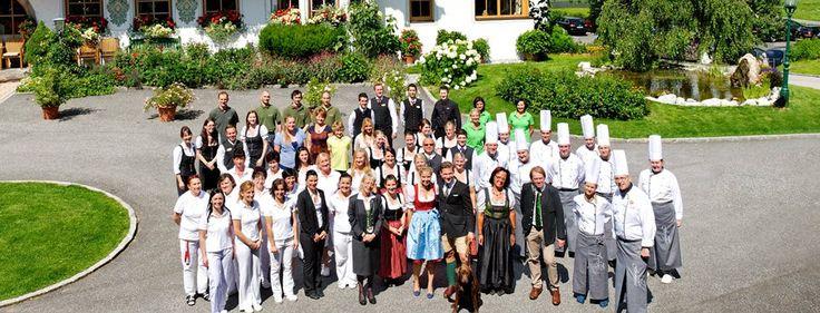 Familie Schmuck und das gesamte Team vom 4*S Hotel Forsthofgut.