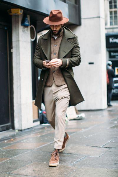 cu pea coat blleumarin, palarie si flar carouri verde inchis-bleumarin, vesta verde, camsa denim, bocanci retro, pantaloni kaki http://www.99wtf.net/category/young-style/urban-style/