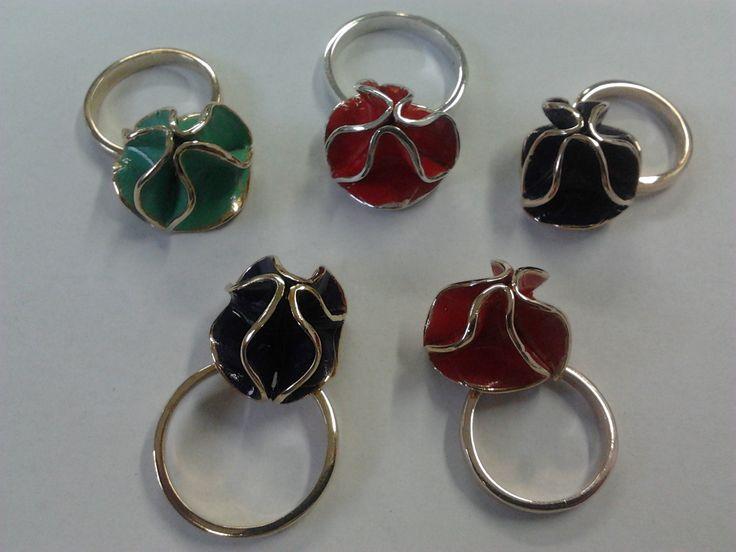 Anelli Pompom argento, bronzo, ottone con smalto colorato : rosso fuoco, verde tiffany, viola  Pompom rings silver, bronze, brass colored enamel: flame red, green Tiffany, purple