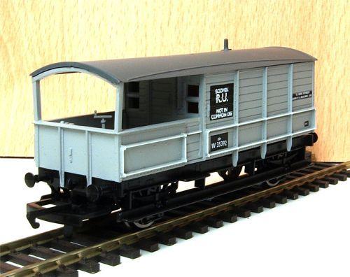 Hornby R6694  BR 20t brake van 'Bodmin' W 35392