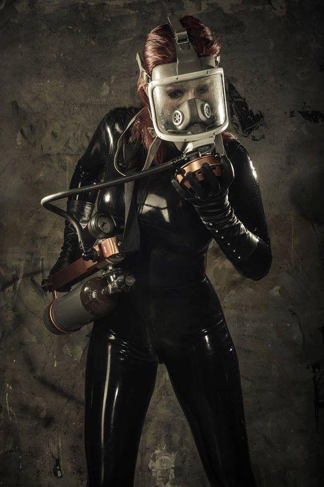 Gas mask breathplay