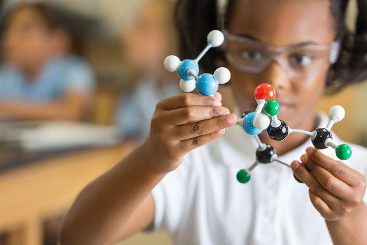 理系人材が育たない日本の硬直した科学教育 | ワールド | 最新記事 | ニューズウィーク日本版 オフィシャルサイト    次期学習指導要領(20年度以降、小学校から高校で順次実施される)のキーワードは「アクティブ・ラーニング」(AL)。一方的な講義形式の授業と違い、生徒の能動的な参加が重視されている。
