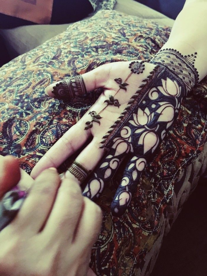 best 25 modern henna ideas on pinterest modern mehndi designs simple hand henna and henna. Black Bedroom Furniture Sets. Home Design Ideas