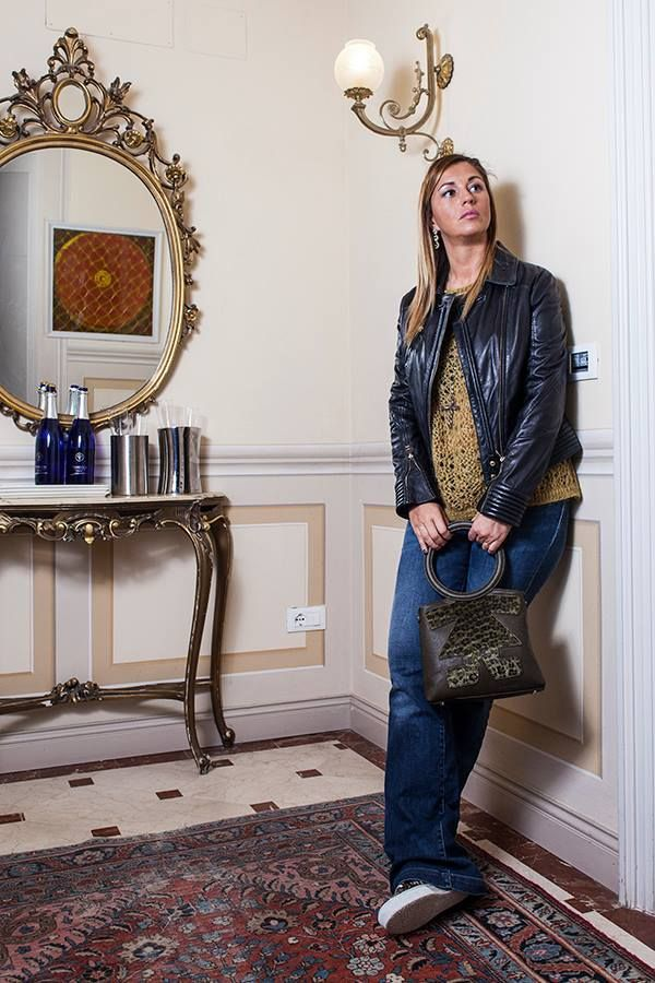 Cristina del blog 2 Fashion Sisters by Cristina Lodi ha scelto un look casual per rilassarsi prima dell'arrivo delle feste accompagnato dalla divertentissima #biribag  #birikiniemotions #natalebirikini #natale2014 #birikinibloggers #fashionblogger #bracciali #bijoux   www.ibirikini.com - info@ibirikini.com