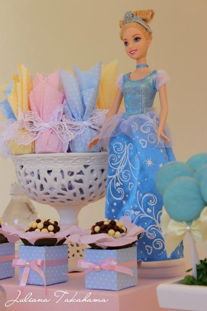 Disney Princess Party via Kara's Party Ideas   Kara'sPartyIdeas.com #DisneyPrincess #PartyIdeas #Supplies #SnowWhite #Cinderella (23)