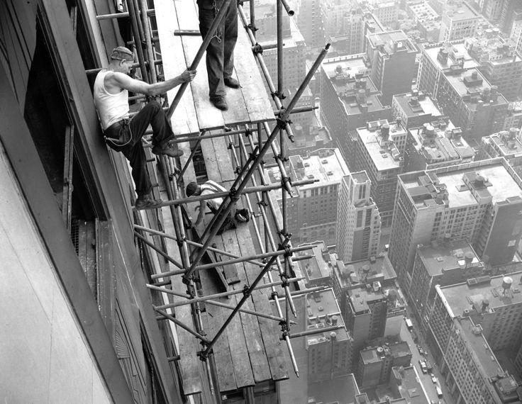 Empire State bui...B 52 Crash Empire State Building