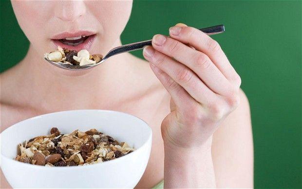 Come perdere 5 kg in una settimana? Il solo metodo è una dieta estrema, ad esempio la dieta dei cinque morsi del dottor Lewis.