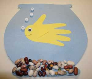 """Aquarium Craft - Fish is a child's hand and with a googly eye the rocks are """"15 bean soup"""" pack. Bubbles are white pony beads. Website has a template for the fishbowl too. Darling!"""