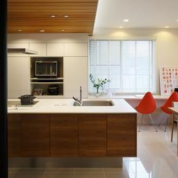 シンプルのなかの自然素材の部屋 キッチン
