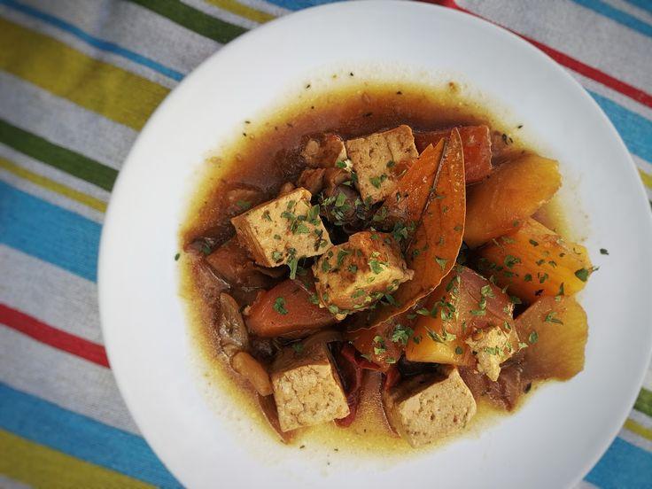Estofado de tofu y calabaza. 1 paquete de tofu firme (he usado el de Mercadona). Unos 500gr. A dados. 1 paquete de calabaza cortada (...
