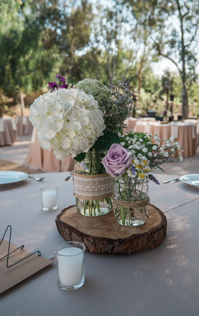 Casual mason jar flowers perfect for an outdoor wedding | spring decor idea | mason jars | party