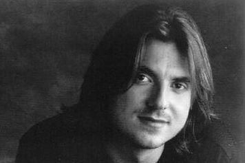 Mitch Hedberg.  Brilliant comic.  Great jokes, signature cadence.  Overdosed on heroin and cocaine  (speedball).