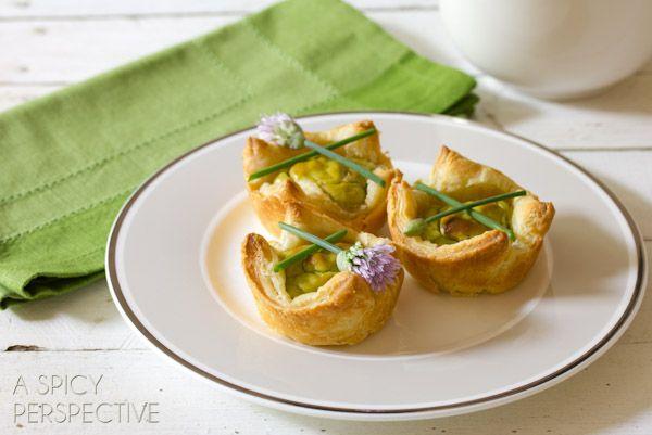 Cheesy Guacamole Mini Quiche Recipe via @spicyperspectiv
