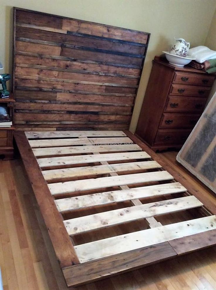 25 best ideas about pallet bed frames on pinterest diy for Pallet bed frame with side tables