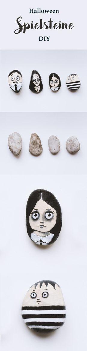 Halloween DIY - Addams Family Spielsteine ganz einfach selber machen #bemalte #Steine #Acrylfarbe #Addamsfamily #Halloween #Deko #Spielzeug #WednesdayAddams