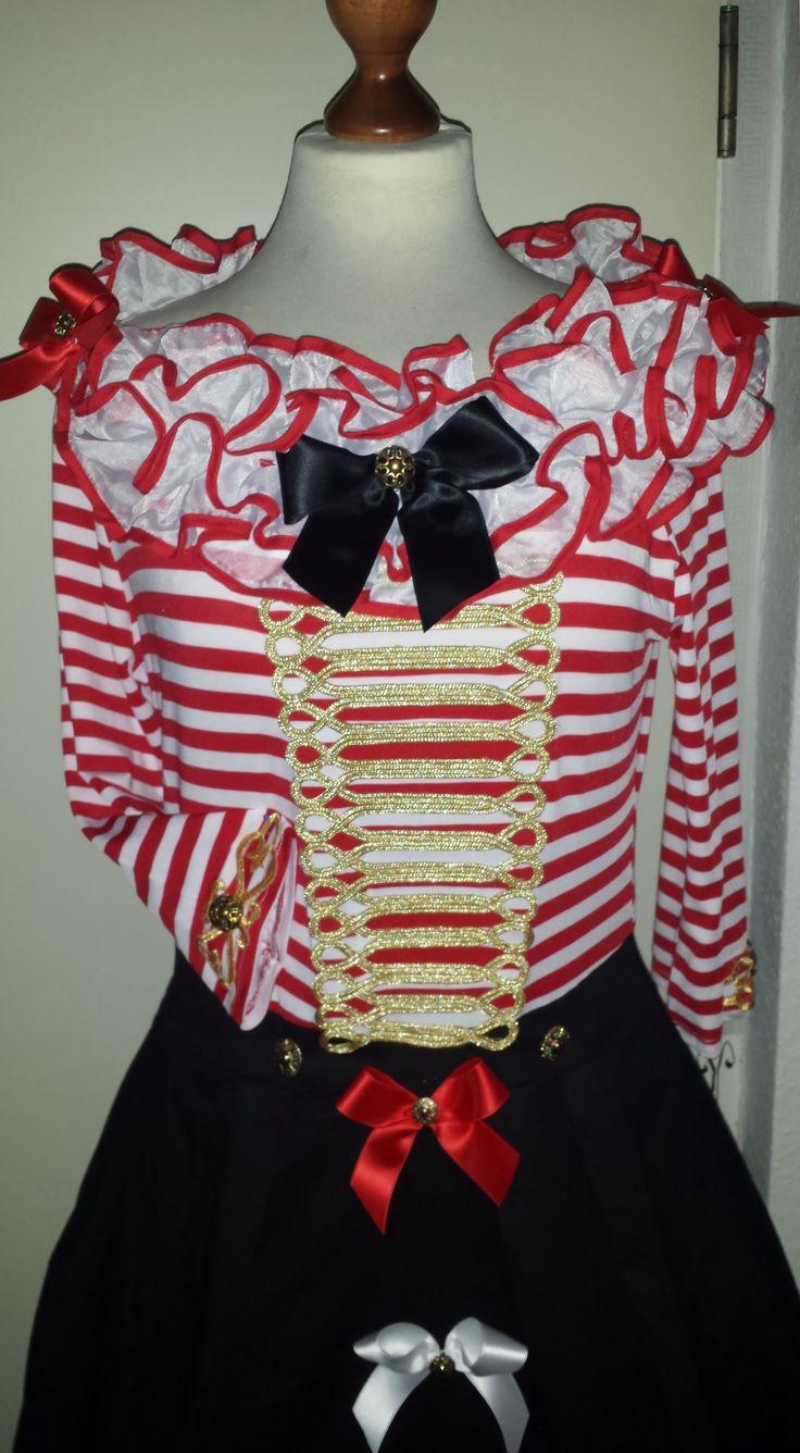 Zirkusclownn-Rot-Weiss-Pink-Pinscher-Köln.jpg 2.252×4.090 Pixel