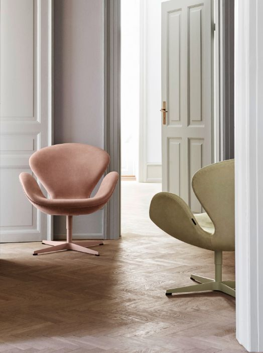 Fritz Hansen's Choice Swan™ chairs by Arne Jacobsen. Limited edition of only 300 chairs, only made exclusively with Sorensen Leather - in Royal Nubuck Dusty Rose and Lyme Grass. Photo: Ditte Isager #arnejacobsen #fritz_hansen #swanchair #sorensenleather www.sorensenleather.com