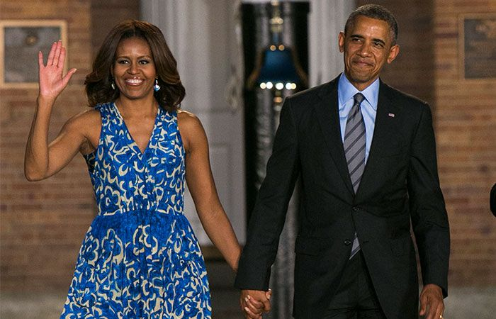 El Presidente Obama y su esposa, Michelle, cantaron las mañanitas a Usher durante su cumpleaños en la Casa Blanca.