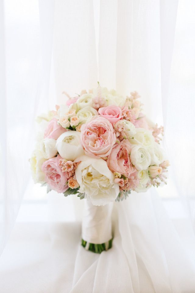 Peony Wedding Bouquet | She's Intentional: The Dainty Jewell's Blog. Delicado style