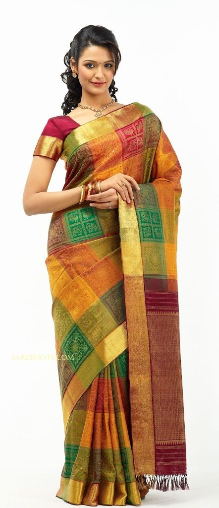 Tamil actress Aarthi looking awesome in bridal silk saree with short sleeve blouse. The saree is textured and embedded with various colors.