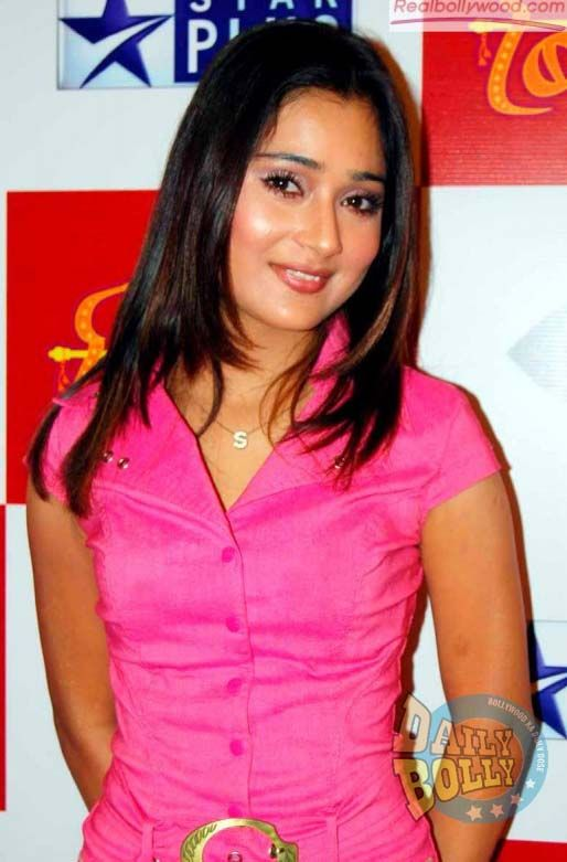 What says Sara Khan about her lip lock with Pooja Bose! Description from dailybolly.com. I searched for this on bing.com/images