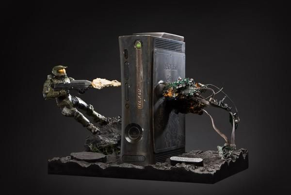 So. Epic. -  Halo (M) Xbox console with action figures.