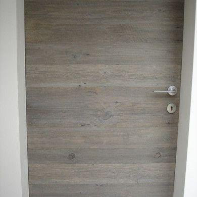 Porta in legno di recupero a filo muro