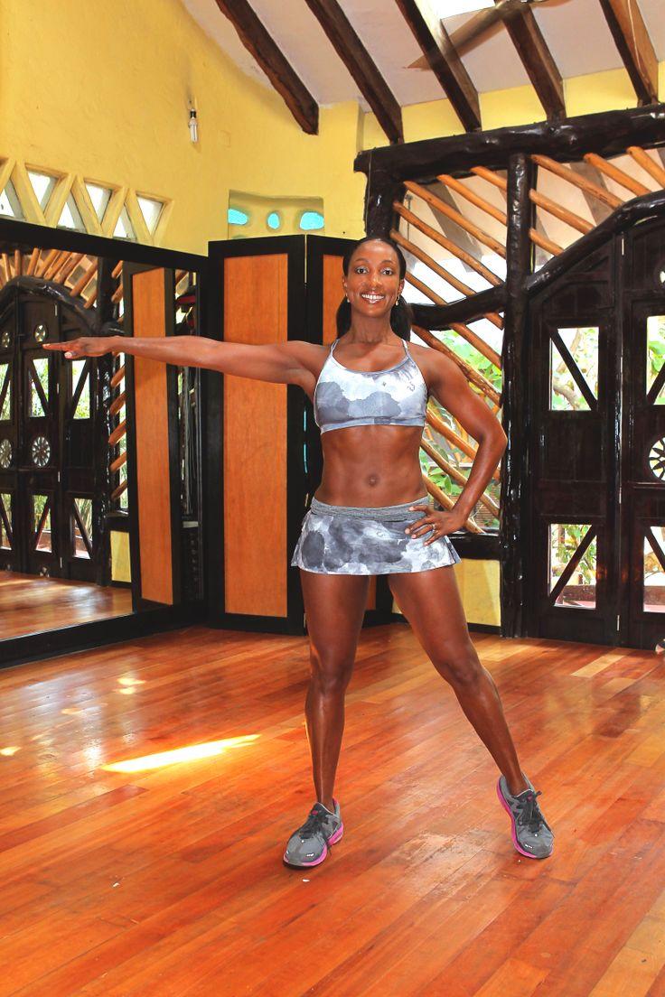 9.flexionar los músculos de los cuádriceps de su pierna derecha y posicionar los pies en punta