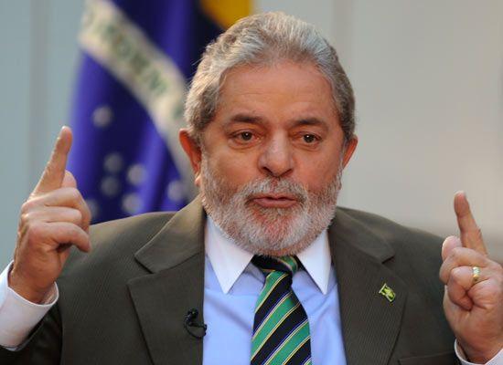 Assim como já havia afirmado sobre o SUS, Lula diz que governo do PT serve de    COMO  UM LADRÃO  CACHACEIRO PODE mundo