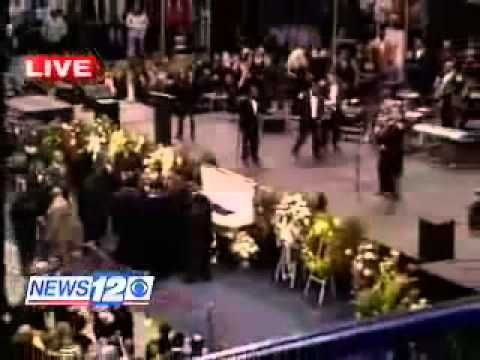Michael Jackson Arriving At James Brown`s Funeral